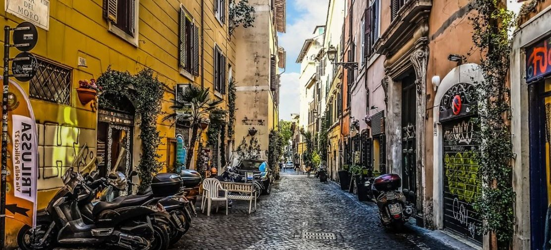 Meet travelers, discover the real Rome